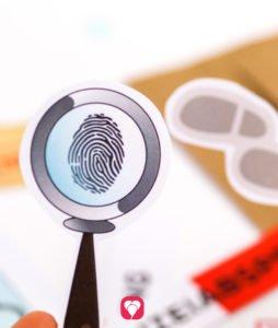 Detektiv Geschenkaufkleber - Motiv Lupe mit Fingerabdruck