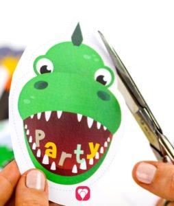 Dino Geschenkaufkleber - Dino Motiv ausschneiden