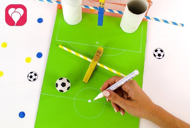 Basteln mit Kindern - DIY Kicker Spiel