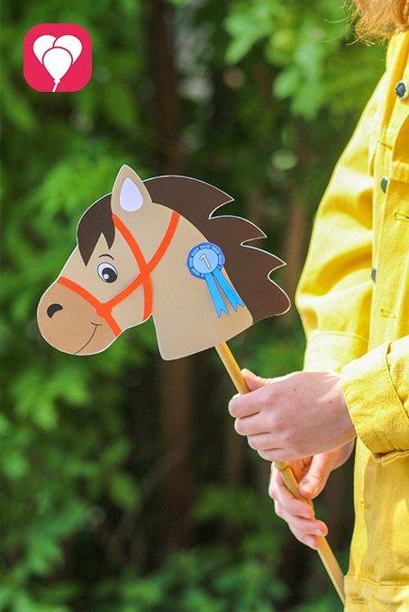 Pferde Schatzsuche - Steckenpferd mit Kind